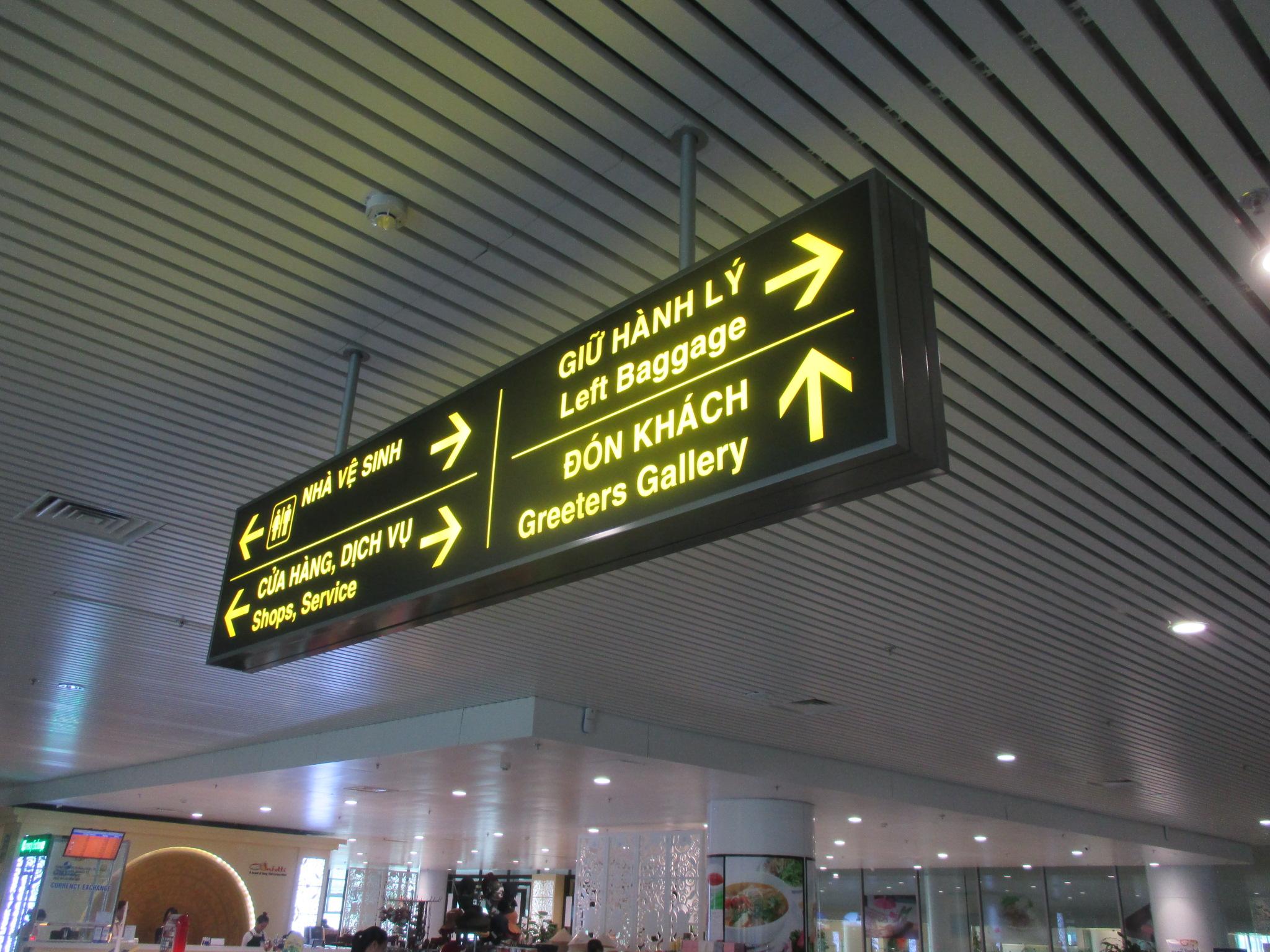 ハノイ空港(内外部サイン設置)